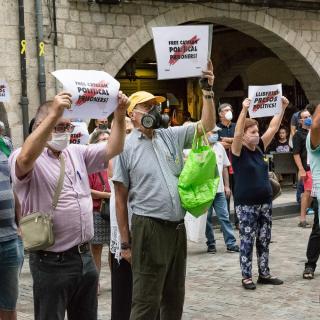 Sisè acte presencial a la plaça del Vi després del confinament provocat per la COVID19. Seguim defensant tots els drets i exigint la llibertat immediata de tots els presos polítics i la fi de la repressió, amb les intervencions de l'ADAC