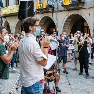 Setè acte presencial a la plaça del Vi després del confinament provocat per la COVID19. Seguim defensant tots els drets i exigint la llibertat immediata de tots els presos polítics i la fi de la repressió, Amb les intervencions de l'entitat membre de la Taula per la Independència, ADIC.