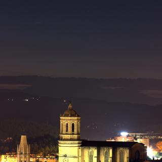 Cometa C/2020 F3 Neovise sobre Sant Felix i la Catedral de Girona al vespre del dia 14/07/2020