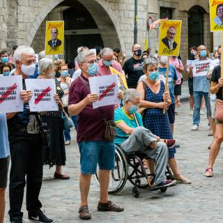 Desè acte presencial a la plaça del Vi després del confinament provocat per la COVID19. Seguim defensant tots els drets i exigint la llibertat immediata de tots els presos polítics i la fi de la repressió, Amb les intervencions de l'entitat membre de la Taula per la Independència, El Forn.