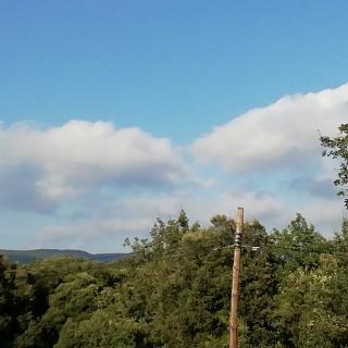 Us enviem una foto amb el cel majoritàriament asolllellat.