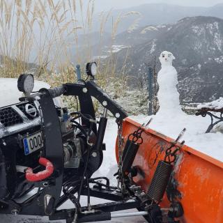 Imatges de la nevada a Ribes de Freser. Detall d'una màquina llevaneus