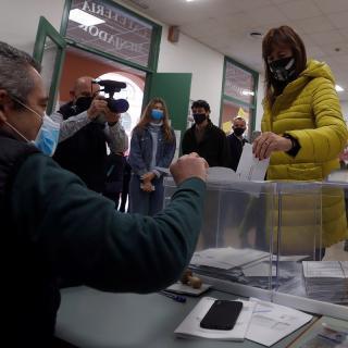 La candidata de JxCat, Laura Borràs, vota
