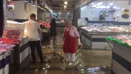 El mercat de Palamós totalment inundat