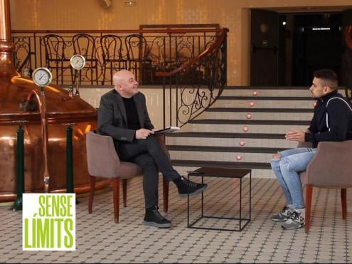 Albert Fibla entrevista Òscar Salguero a l'Antiga Fàbrica Damm.