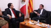 El president de la Comissió de Relacions Exteriors de la Cambra dels Diputats mexicana, Alfredo Femat, i el conseller d'Acció Exterior, Alfred Bosch, reunits aquest dilluns a Mèxic