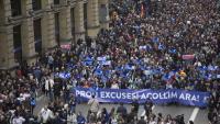 """Manifestació a favor del refugiats, amb el lema """"prou excuses, acollim ara"""", el 2 de febrer de 2017"""