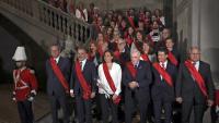 Foto de família dels nous regidors barcelonins, dissabte passat al consistori