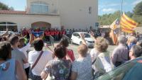 Concentració a Mont-roig del Camp per protestar contra l'actuació policial, l'endemà del referèndum de l'1-O