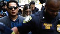 La dona de Guzmán, Emma Coronel Aispuro, arribant aquest dimecres al tribunal federal de Brooklyn per escoltar la sentència del seu marit