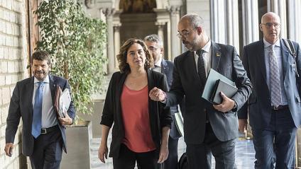 L'alcaldessa de Barcelona, Ada Colau, i el conseller d'Interior, Miquel Buch, arribant aquest divendres a la Junta de Seguretat