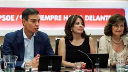 Cristina Narbona, Pedro Sánchez, Adriana Lastra i Carmen Calvo, en una reunió de l'executiva federal