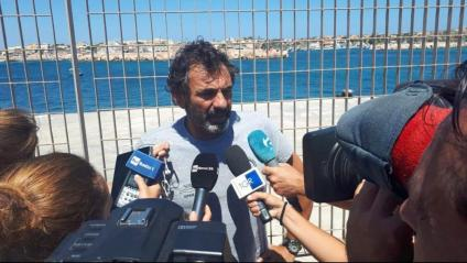 El fundador d'Open Arms, Òscar Camps, en una atenció als mitjans a Lampedusa