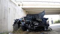 Imatge del vehicle que s'ha precipitat d'un pont de l'A-2, aquest dilluns a Bell-lloc d'Urgell