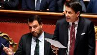 El primer ministre italià, Giuseppe Conte, durant una intervenció aquest dimarts al Senat. A la seva dreta, el ministre d'Interior, Matteo Salvini