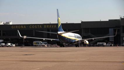 Vista d'un avió de Ryanair a l'aeroport de Vilobí d'Onyar, en una imatge d'arxiu