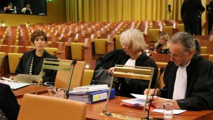 L'advocada de l'Estat espanyol, Sonsoles Centeno Huerta, i els representants del servei jurídic de la Comissió Europea, Sabine Gruenheidr i Rudi Troosters, abans de la vista oral del cas Valtònyc al TJUE