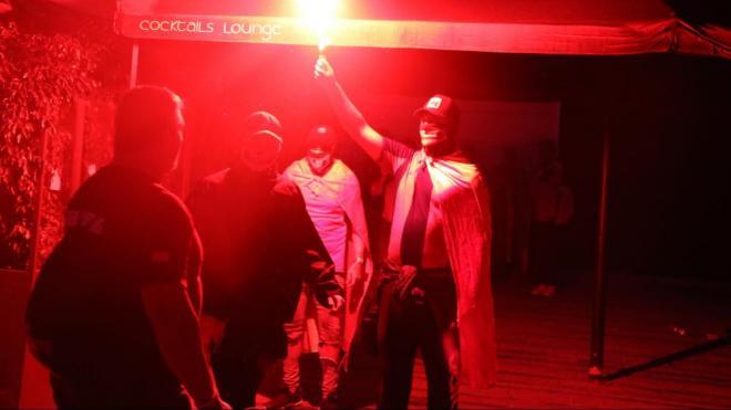 Ultres amb bengales a la plaça Artós