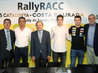 El president del RACC, Josep Mateu, flanquejat per l'excopilot Luis Moya i els pilots Sergi Francolí i Pep Bassas