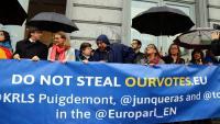 Concentració davant l'Eurocambra per exigir els escons de Junqueras, Puigdemont i Comín, el passat 1 d'octubre a Brussel·les