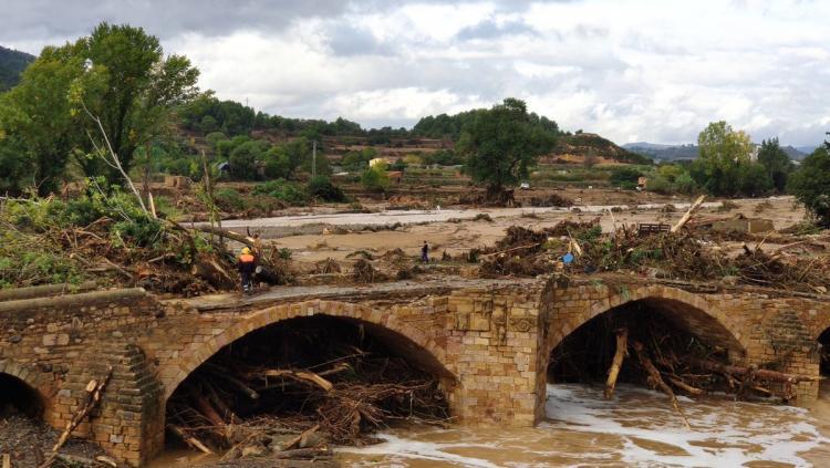 El pont vell de Montblanc ha resistit a la riuada