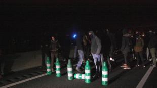 Els manifestants que tallaven l'A-7 a Tarragona s'han desplaçat a l'A-27, a la imatge