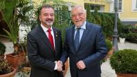 El conseller d'Acció Exterior, Alfred Bosch, i l'expresident croat Stjepan Mesic, aquest divendres a Zagreb