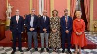 La consellera Àngels Chacon i el president de la Cambra de Comerç de Barcelona, Joan Canadell  (4a i 5è per l'esquerra), durant la constitució del Consell de Cambres de Catalunya