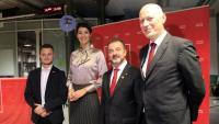 El conseller d'Acció Exterior, Alfred Bosch, amb la secretària d'Estat de Justícia d'Eslovènia, Dominika Švarc; l'eurodiputat del SD Milan Brglez i amb Andrej Omerzel, president dimitit de les joventuts dels socialistes eslovens