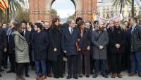 El president de la Generalitat, Quim Torra, acompanyat aquest dilluns per membres del govern i representants d'institucions, partits i entitats en el seu camí cap al TSJC
