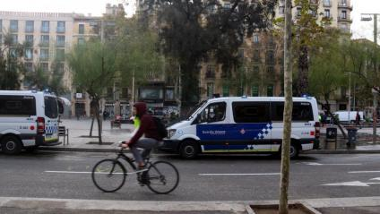 La circulació a la Gran Via ha quedat restablerta després del desallotjament de l'acampada, aquest dimecres a la plaça Universitat