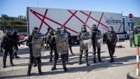 Agentes de la Guàrdia Civil intervenen durant el tall de l'N-II a la Jonquera, el passat 12 de novembre