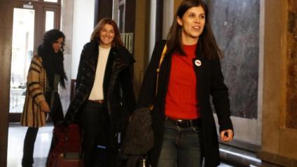 La portaveu d'ERC, Marta Vilalta, i la diputada republicana al Congrés Carolina Telechea, a la sortida de la reunió amb JxCat al Parlament