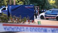 Agents dels Mossos treballen a l'escenari del crim, al districte barceloní de Ciutat Vella