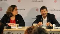 L'alcaldessa de Barcelona, Ada Colau, i el Tinent d'Alcaldia de Seguretat, Albert Batlle, a la roda de premsa d'aquest dissabte