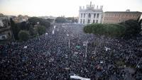 La plaça de Sant Joan de Laterà, convertida aquest dissabte en una llauna de 'sardines' contra Salvini