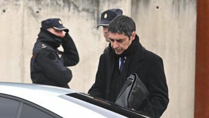 El major Josep Lluís Trapero, sortint aquest dilluns de la seu de l'Audiència Nacional a San Fernando de Henares