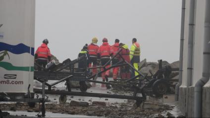 Bombers pentinant la costa de Palamós