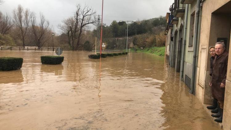 L'accés al barri del Pont Major de Girona ha quedat cobert d'aigua pel desbordament del riu Ter