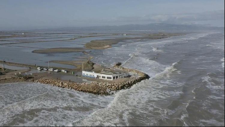 Vista de l'estat de la mar aquest dijous al Delta de l'Ebre