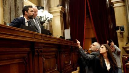 El president del Parlament, Roger Torrent, escolta les peticions dels diputats de Cs