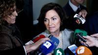La vicepresidenta primera del govern espanyol, Carmen Calvo, en una atenció als mitjans aquest dilluns