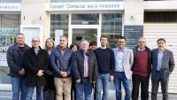 Els consellers del Consell comarcal del Baix Penedès, davant la seu de l'ens, escenificant el front comú al projecte de pressupostos de la Generalitat 2020