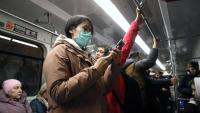 Una turista xinesa amb una màscara profilàctica, el passat 30 de gener al metro de Moscou