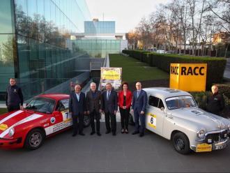 La presentació del ral·li, amb el Porsche 911 de Carles Miró i el Seat 1400 B de Mia Bardolet