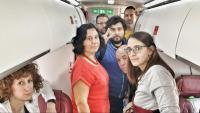 Els membres de la delegació catalana, a l'avió en el qual han arribat al Sàhara