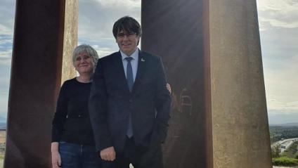 Els eurodiputats de JxCat Carles Puigdemont i Clara Ponsatí, aquest divendres a Salses (Roselló)