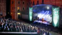 Imatge d'arxiu d'un concert del festival Strenes, a les  escales de la catedral de Girona