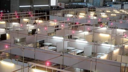 Imatge del muntatge de l'hospital temporal de Fira Salut, a la Fira de Barcelona