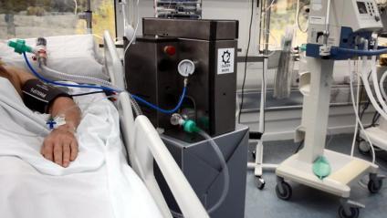 Imatge d'un dels respiradors OxyGEN implantat a Can Ruti